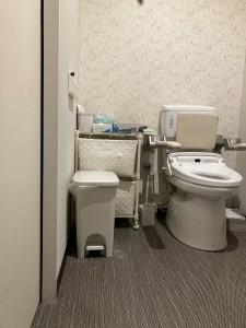 トイレ収納ビフォー 2